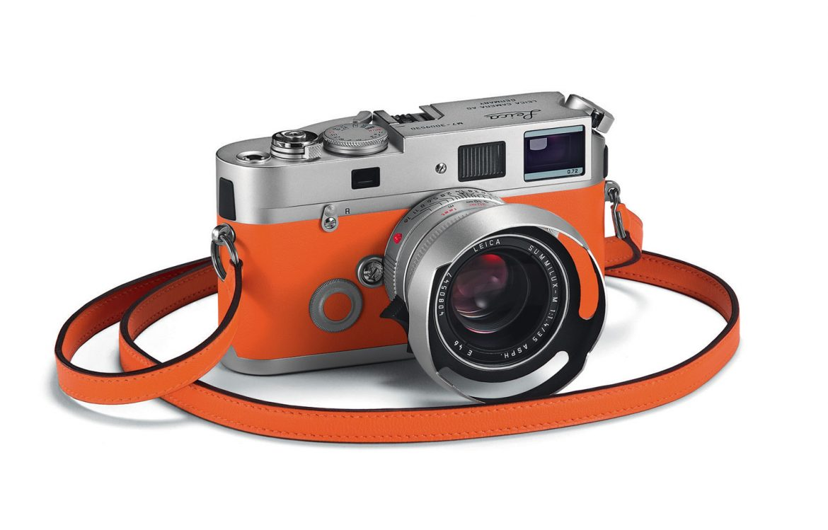 : new edition of Leica is lined by Hermès handwork. For luxury lovers and collectors, this edition promises to capture the world trough unique lens and design