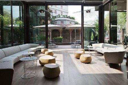 Starholtels E.c.h.o Milano STARHOTELS E.C.HO MILANO WINS EUROPEAN HOTEL DESIGN AWARDS  STARHOTELS E.C.HO MILANO WINS EUROPEAN HOTEL DESIGN AWARDS  2631759 Starhotels Echo Milan Lobby 10