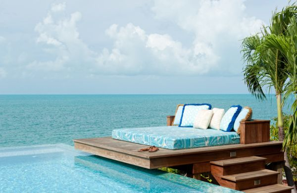 Dream deck space with daybed by LKID LUXURIOUS DAYBED INSPIRATIONS FOR THIS SUMMER LUXURIOUS DAYBED INSPIRATIONS FOR THIS SUMMER Dream deck space that sports an unexpectedly simple daybed by LKID
