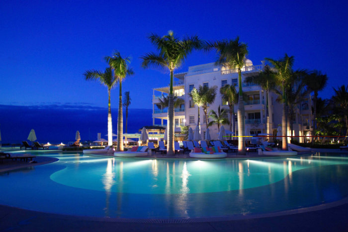 7 luxury and fascinating swimming pools - the regent palms hotel pool 7 Luxury and Fascinating Swimming Pools  7 Luxury and Fascinating Swimming Pools  homeandecoration 7 luxury and fascinating swimming pools regent palms hotel pool