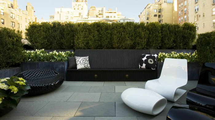 01 modern-terrace-design-unusual-chair-white-black