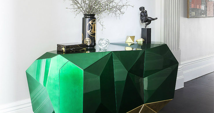 Play with black and green in the living room