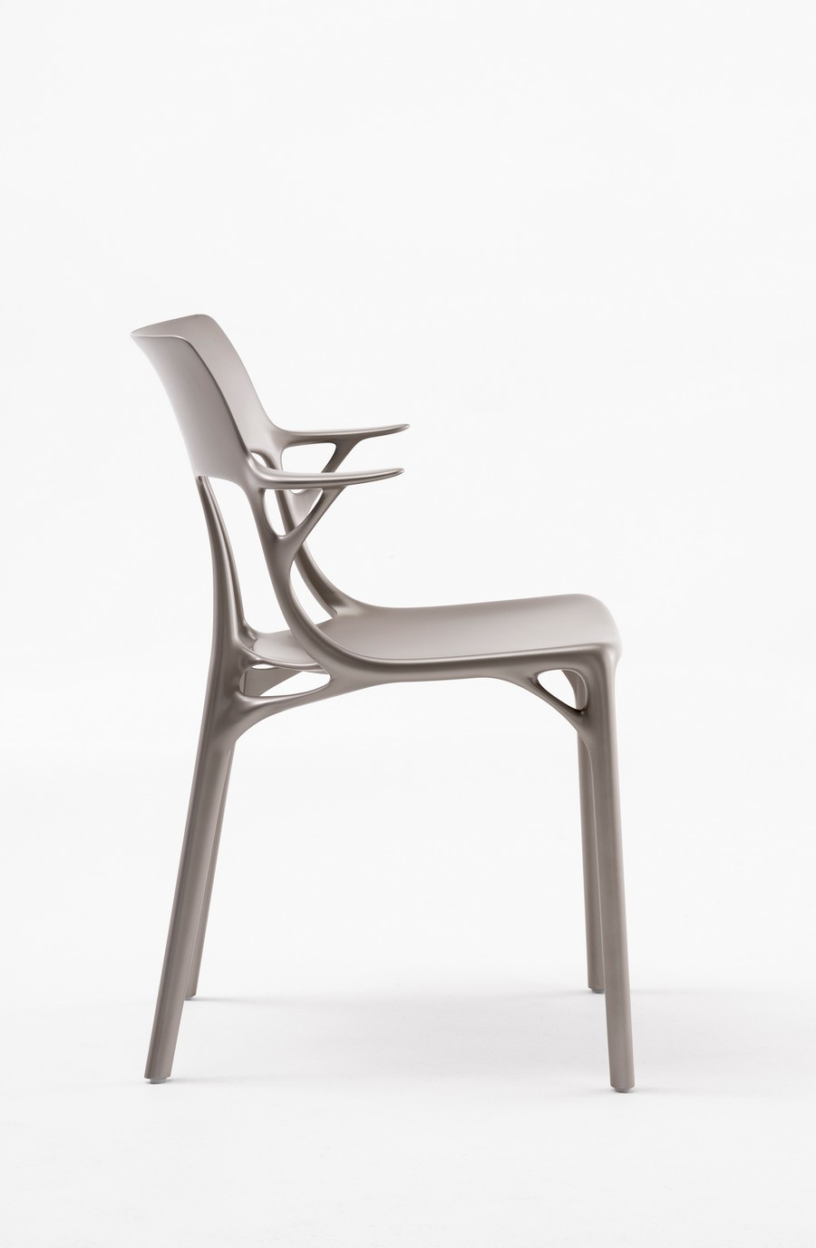 Kartell and Philippe Starck Created The First A.I. Chair Design kartell Kartell and Philippe Starck Created The First A.I. Chair Design Kartell and Philippe Starck Created The First AI Chair Design 5