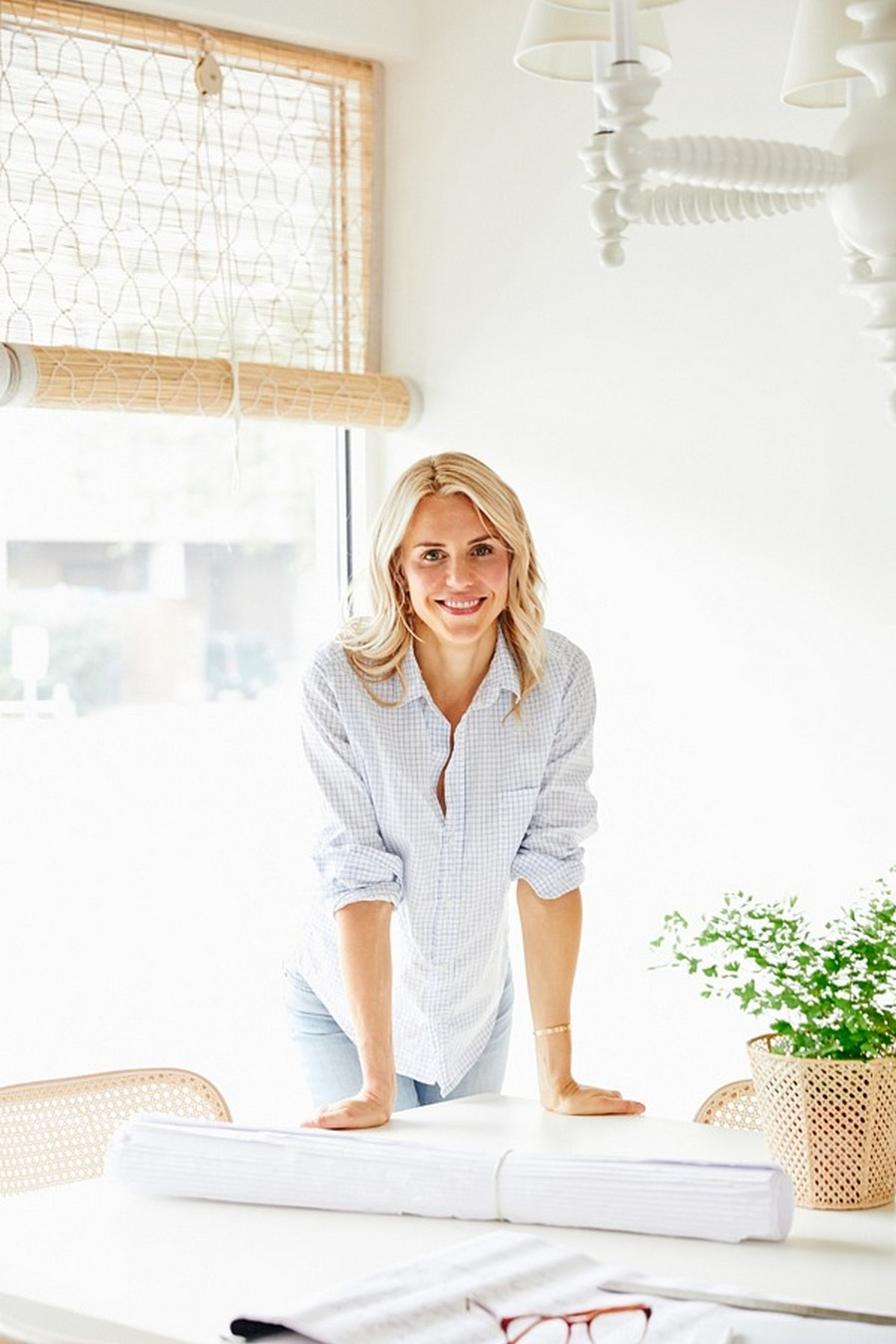 How To Create A Glamorous Dining Room Decor With Sara Bartholomew sarah bartholomew How To Create A Glamorous Dining Room Decor With Sarah Bartholomew How To Create A Glamorous Dining Room Decor With Sara Bartholomew 7